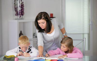 L'assistant maternel et la garde d'enfants à domicile doivent-il travailler ?