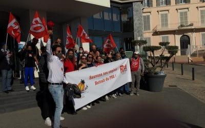Mouvement social contre le PSE à l'hôtel Radisson Blu de Cannes
